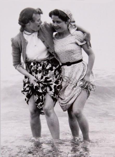 Postkarte Frauen im Meer