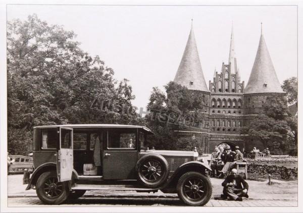 Postkarte Pause am Holstentor um 1930